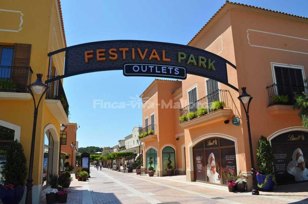 Festival Park Outlets in Marratxi